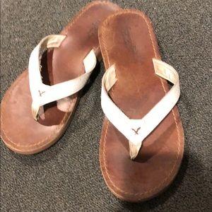 American Eagle Ladies white leather flip flops